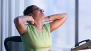 Sırt ve boyun ağrılarını oturduğunuz yerden çözün