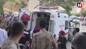 Bitlisin Hizan ilçesinde köy minibüsü şarampole devrildi
