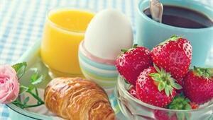 Annelerine Kahvaltı Sürprizi Yapamayan Sakar Bebekler