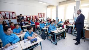 Bakan Gülden öğrencilere 'Hukuk ve Adalet' dersi