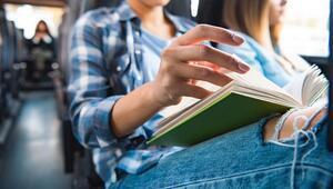 Yolculukta Bir Yazı Okurken Midemiz Neden Bulanır