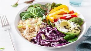 Rengarenk Bir Öğün: Detoks Salatası Tarifi