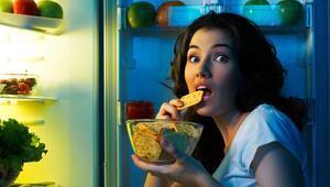 Tok Uyandırıp Gece Acıktırıyor: Gece Yeme Bozukluğu