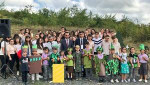 İstanbul'da okul bahçeleri fidanla buluştu