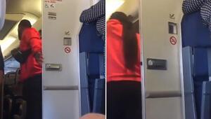 Uçakta utandıran olay Tuvaletten beraber çıktılar