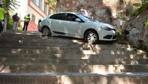 Tekirdağda dikkatsiz sürücü merdivenli yola girip kaza yaptı