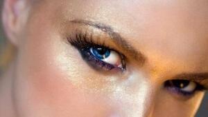 Yeni Trend: Glitter Makyajı