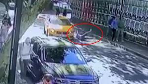İstanbul'da yolda yürüyen kadın dehşeti yaşadı