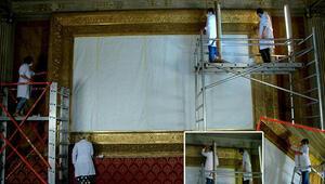 Dolmabahçe Sarayındaki en büyük altın varak çerçeveli tablo restorasyonda