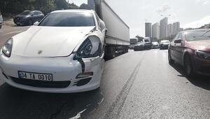 Esenyurtta zincirleme trafik kazası Trafik durma noktasına geldi