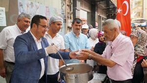 Mustafakemalpaşa'da vatandaşlara aşure ikramı