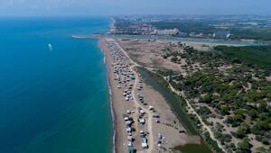 Sahile kurulan obalar kaldırıldı