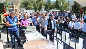 Tokat Belediyesi, 10 bin kişilik aşure dağıttı
