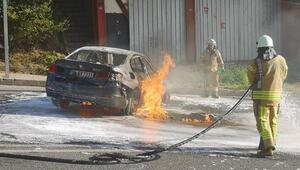 Maltepede kaza sonrası otomobil alev alev yandı