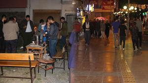 Art arda depremlerin olduğu Çerkeşte vatandaşlar geceyi sokakta geçirdiler