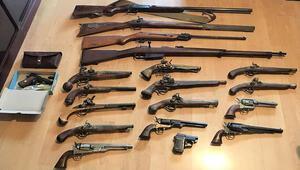 Silah, kılıç, bıçak... Hepsi bu evden çıktı