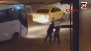 Taksici, aracının aynasını kıran kadını darp etti