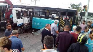 Son dakika... Ümraniyede kamyon otobüse çarptı: Yaralılar var, yol bir süre trafiğe kapandı