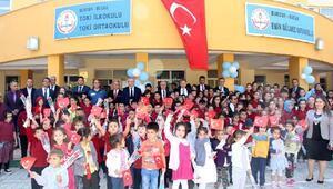 Bucakta İlköğretim Haftası töreni