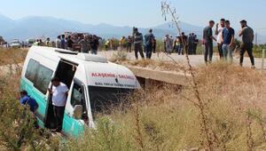 Otomobil ile yolcu minibüsü çarpıştı: 10 yaralı
