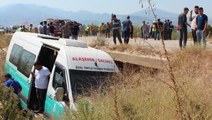 Otomobil ile yolcu minibüsü çarpıştı: Çok sayıda yaralı var