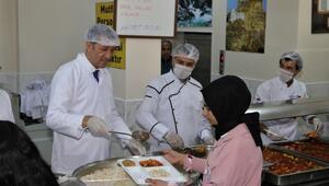 Bakan Selçuk: Van'da 53 bin öğrenciye her gün sıcak yemek veriliyor