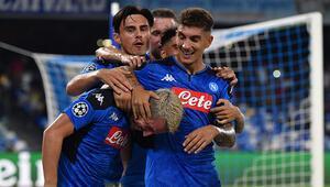 Eljif Elmaslı Napoli son şampiyon Liverpoolu devirdi