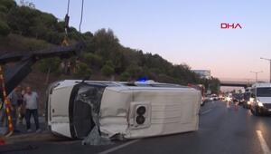 TEM Otoyolunda servis minibüsü devrildi : 5 yaralı