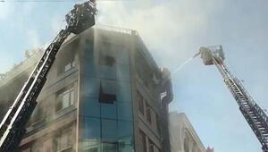 Son dakika: Kağıthanede korkutan yangın  Mahsur kalanlar var...