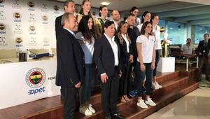 Fenerbahçe Opet Kadın Voleybol Takımında sponsorluk anlaşması