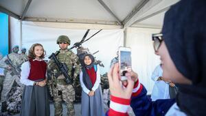 TEKNOFESTte asker ve polise ilgi büyük