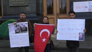 Ukraynada Türk babalardan, Başkanlık binası önünde protesto
