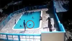 15 yaşındaki genç kızı, dakikalarca su altında tutarak boğdu