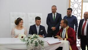 Yeni açılan nikah salonunda ilk nikah kıyıldı