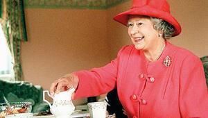 Kraliçe'den tamirciye çay ikramı