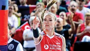 Atatürk'ün izinde ülkemizi gururlandırmaya ve güçlü Türk kadınını temsil etmeye devam edeceğim