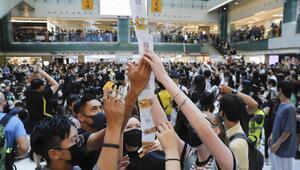 Son dakika... Hong Kongda protestocular AVMyi bastı