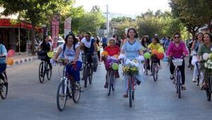 Burdurda Süslü Kadınlar Bisiklet Turu