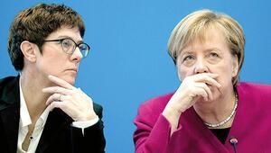 Merkel ile  arasında çatlak mı var