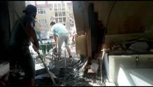 Yan tarafta yapılan inşaattan salonlarına dolan betonla şok yaşadılar