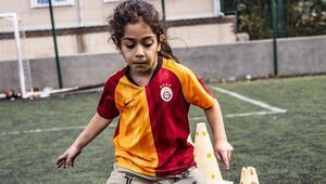 5 yaşındaki fenomen Arat Hosseini Galatasaray forması giydi