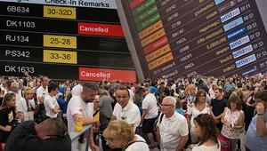 Turistler otellerde rehin tutuluyor! Tüm dünyada havacılık kaosu