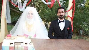 Şemdinli Belediye Başkanı Tahir Saklı, nikah kıydı