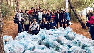 Üniversiteliler çöp topladı