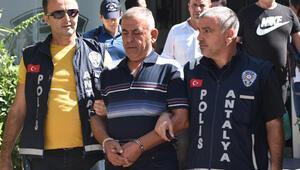 Antalyada yaşlı kadının başına çekiçle vurup gasbeden saldırgan yakalandı