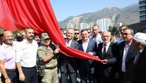 İskenderunda Türk bayrağı göndere çekildi