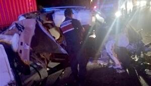 Hafif ticari araç, TIR'a çarptı: 1 ölü, 3 yaralı