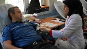 Tokatta polisler Kızılaya kan bağışında bulundu