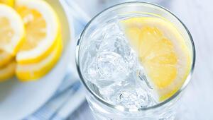 Dikkat İçtiğiniz suya limon dilimleri eklediğinizde bakın neler oluyor