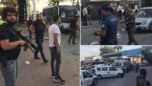 Adanada polis aracına saldırı